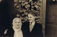 Оксана з мамою у Капкарі